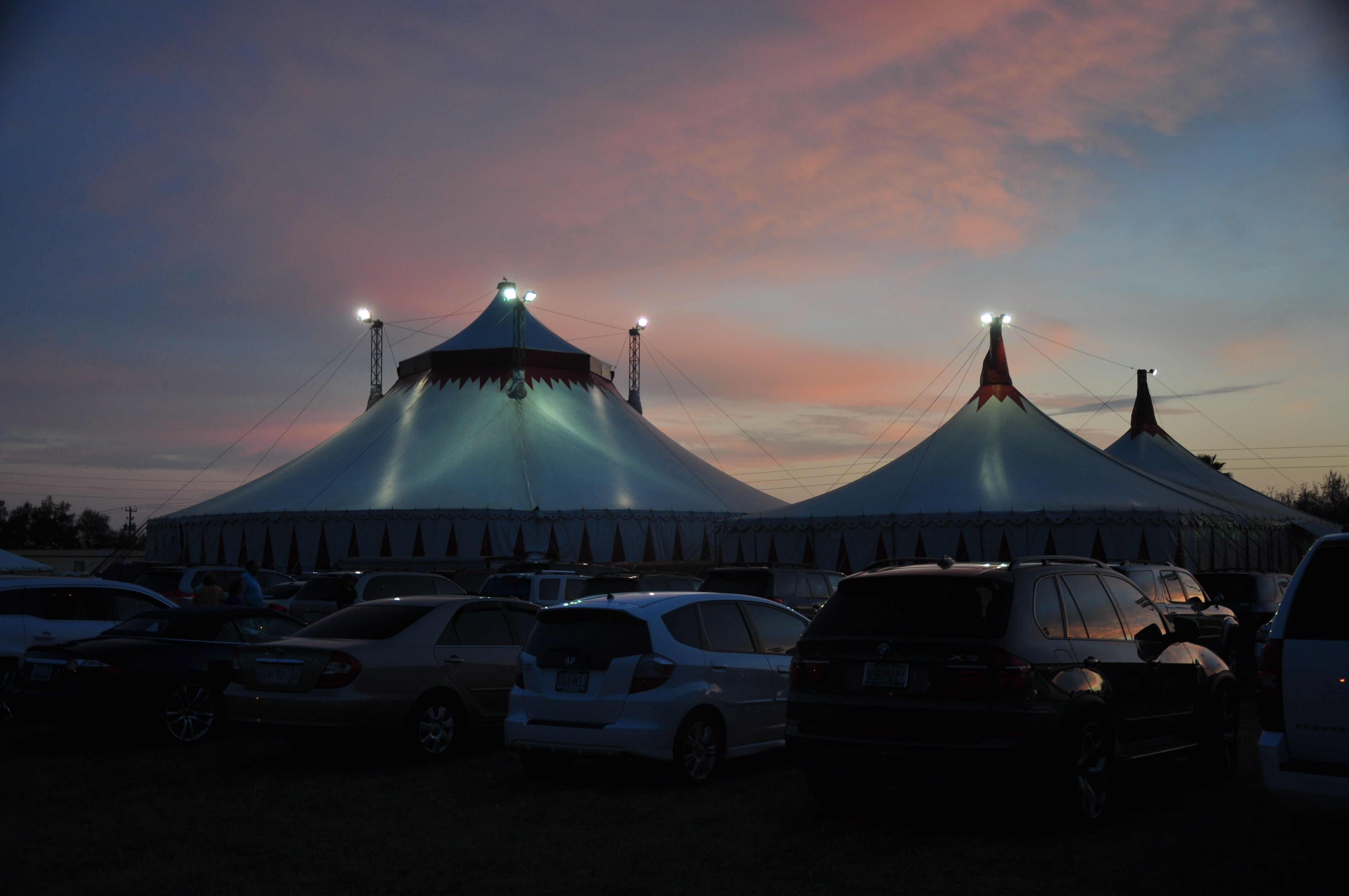 A view from the parking lot at Circus Sarasota. & The Flying Wallendas Family | shirlandyou